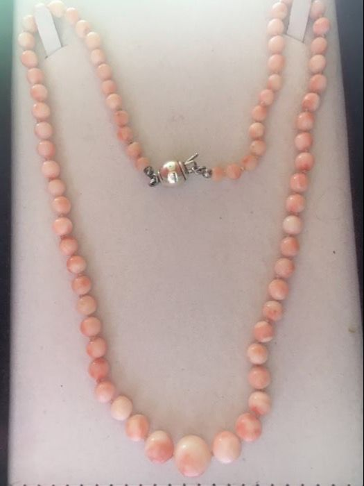Antique necklace in pink coral