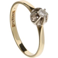 14 kt yellow gold solitaire ring set with 1 brilliant cut diamond of approx. 0.07 ct in a white gold setting – inner size 15.75 mm