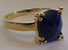 14 kt yellow gold ring set with an oval faceted cut sapphire - 3.00 ct - 18 mm