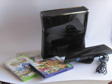 Xbox 360 Console 4 GB  incl Kinect and 2 games