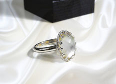 18 ct white gold ring with double gemstone: mother of peark and rocky crystal (hyaline quartz) - 10 x 15 mm