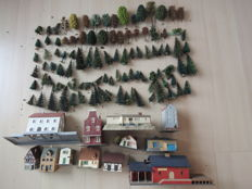 Scenery H0 - 100 various sized trees and 13 different houses