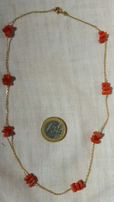 18 kt gold - Gold and natural coral necklace - Length: 46 cm
