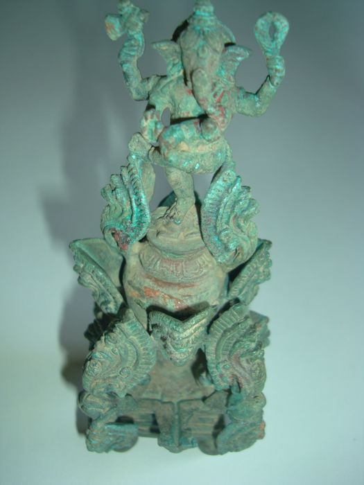 An extremely rare Bronze ritutal offering object with statue of Ganesha on a lotus trone garded by 15 Naga - 145 mm