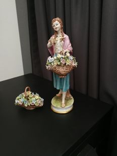 Capodimonte sculpture - Girl holding a basket with flowers and a separate flower basket