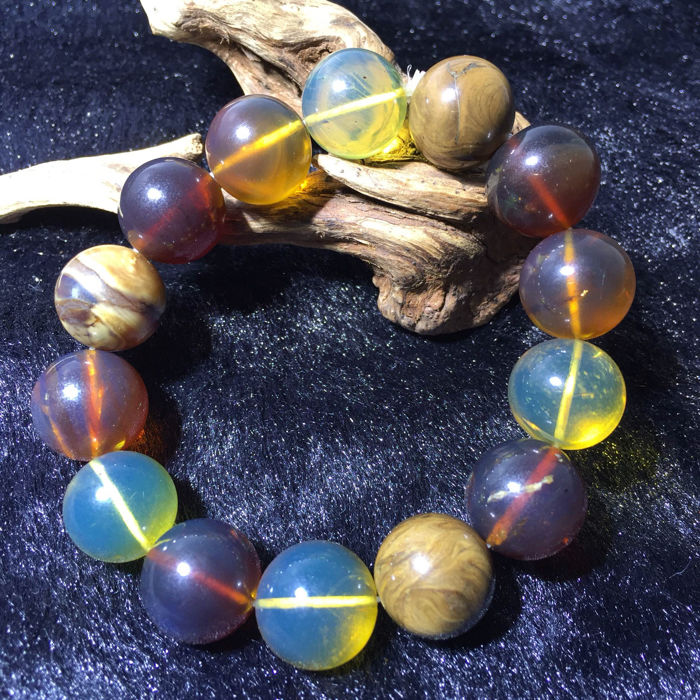Colorful Burma amber bracelet. Weight: 21.84 G. Bead diameter: 14-14.5 mm. * no reserve price *