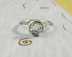 Gold ring (18 kt) with prasiolite (diameter 8 mm,  0.45 ct) - choice of sizes