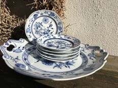 Zwiebelmuster - cake plate with 6 saucers - hand painted
