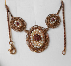 Necklace with pendants, early 20th century, Italian goldsmith