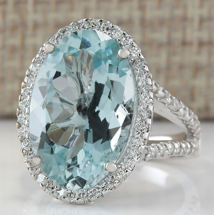 White gold ring with an aquamarine and diamonds for a total of 9.54 ct - No reserve price