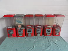 Lot of 12 gumball dispensers + 10 pots made of plexiglass