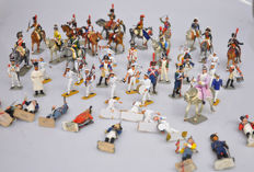 Starlux, France - Scale 1/32 - Lot with 85 plastic soldiers / band, etc., 20th century