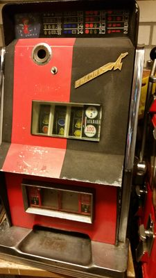 One-armed bandit 1950s/60s Astor de Luxe with double jackpot on euro