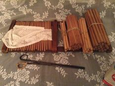Antique Frisian pleading device with antique lace hat, sticks and folding iron - Anno 1900
