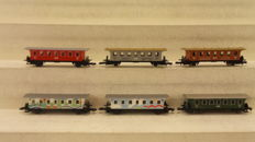 Märklin Z - a.o. 8700/8701 - 6 passenger carriages, including 2nd class green/red of the DB and fair models