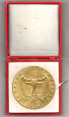 Gold winner medal of the German fighting games in 1934 with the original case