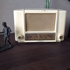 Erres bakelite radio model KY 553