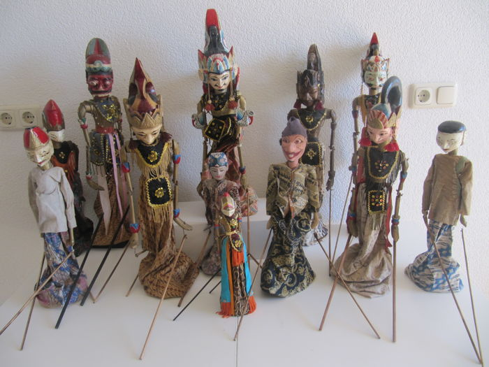 Lot with 13 diverse wayang golek puppets - Java - Indonesia