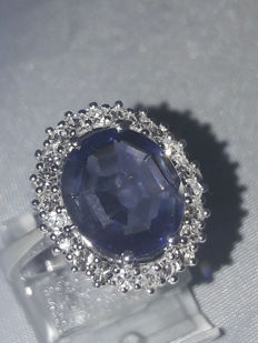 Entourage ring with Iolite 3.83 ct and diamonds 0.66 ct, AIG certificate