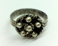 Medieval silver ring, decorated shield 21 mm. 5.24gr
