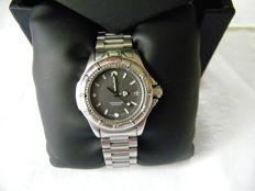 TAG HEUER Ladies' 2000 Series.