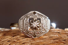 White gold antique ring with diamond, from 1920 (approx.), in perfect condition.