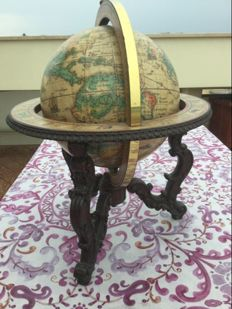 Antique globe from 1963 Donati, in wood and brass