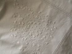 Double sheet set with elegant embroidered lilies of the valley