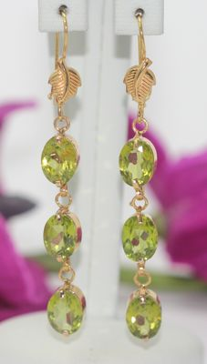 18 kt Gold earrings set with peridot ***no reserve***