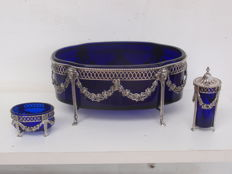 Silver bowl with blue glass inner tray, including silver pepper and salt set, Schoorl & Dal, Amsterdam, 1925