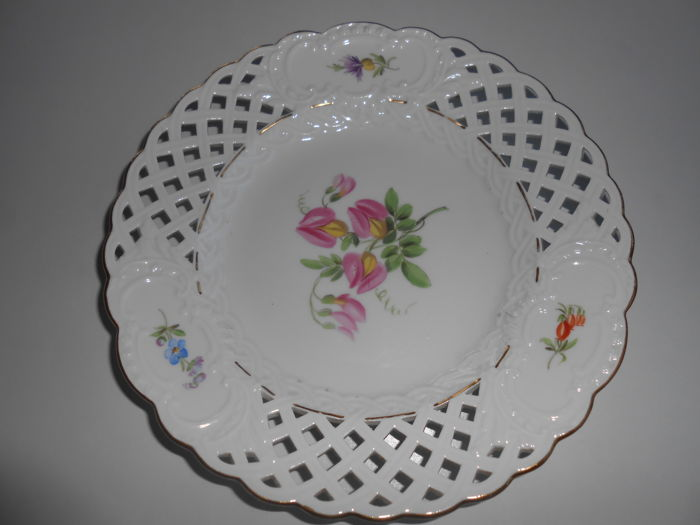 Meissen - fretwork plate with floral painting