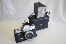 "Zenit-3M/ The USSR 1962-1970/ KMZ (Krasnogorsk) .As a gift, the photon flash ""Photon""."