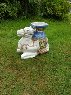 Beautiful large ceramic camel in very good condition