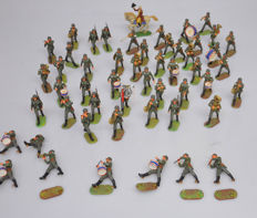 Elastolin - height 7-10 cm - Lot with 52 plastic German soldiers and Fanfare, 20th century