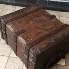 An oak wooden transport crate, studded with wrought-iron bands - the Netherlands or Germany - second half 19th century
