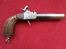 Large engraved 17 mm Officer's screw barrel pocket pistol ca. 1825