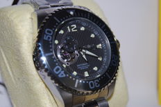 Invicta Grand Diver, model: 15390. Automatic. Water resistant up to 200m. Steel. Box, tags and documents included.