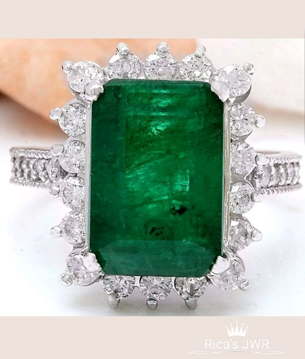 **NO RESERVE**- Exclusive-7.60carat Natural Colombian Emerald And Diamond Ring In 14K Yellow Gold