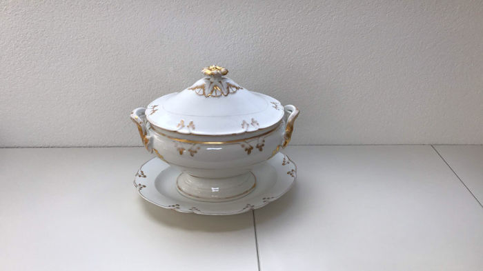 Large empire soup tureen with under-platter - ca 1820
