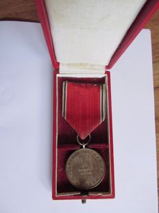 Medal 13 March 1938 & presentation case