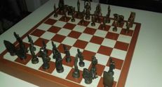 Basque chess set in bronze, from the end of 20th century