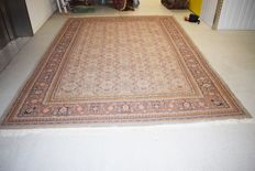 This is an oriental rug, magnificent Tabriz - 355 x 250 cm - with certificate of authenticity