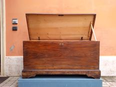 Arte Povera bridal chest in lacquered pine wood, end of XIX century, Veneto Italy