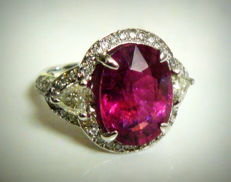 White gold ring with tourmaline 7.20 ct and diamonds 1.36 ct