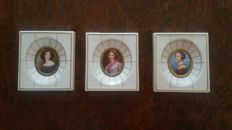 Set with 3 miniature portraits, hand painted on porcelain