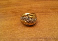 18 kt gold ring with pavè of zircons - 9 g - size: 17 mm