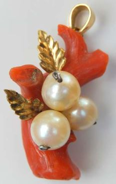 Pendant, large coral branch, 3 pearls, 18 kt gold