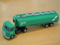 Dinky Toys - Scal 1/48 - AEC Articulated Lorry Lucas Oil No.945
