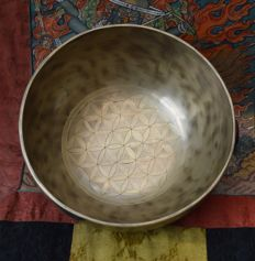 Singing bowl, hand hammered and engraved Flower of Life - Tibet/Nepal - second half 20th century