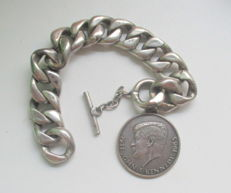 Beautiful bracelet with Kennedy medallion - around 1965